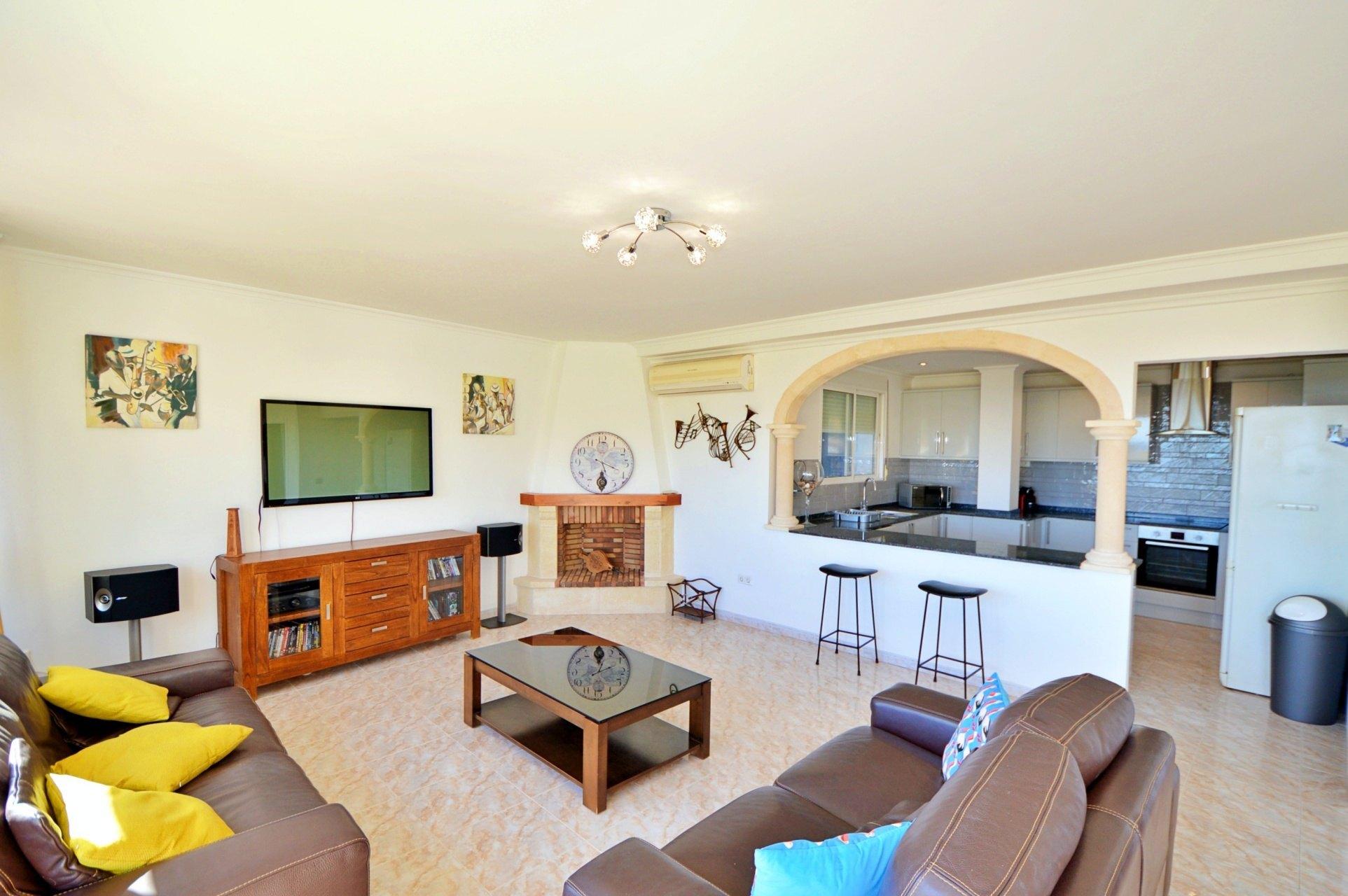 Amplio apartamento de tres dormitorios con vistas al mar en venta en Jávea